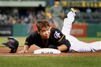 Jung Ho Kang loses his helmet as he gets back to first base safely in the first inning against the Diamondbacks in May 2016 at PNC Park.