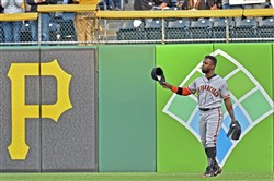 San Francisco Giants outfielder Andrew McCutchen acknowledges the crowd as he enters right field in the first inning against the Pirates Friday at PNC Park.