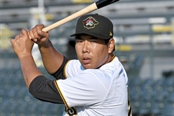 Jung Ho Kang, playing for the Bradenton Marauders, warms up before taking on the Florida Fire Frogs June 5, 2018 at LECOM Park.